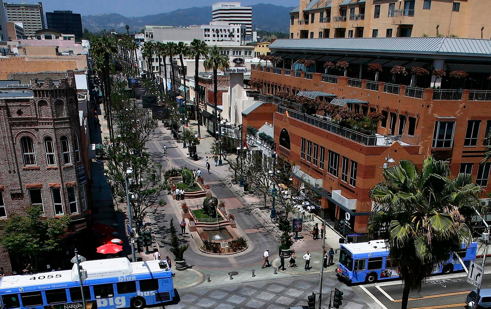 A listing of retail stores located on or around 3rd Street Promenade in Santa Monica California.